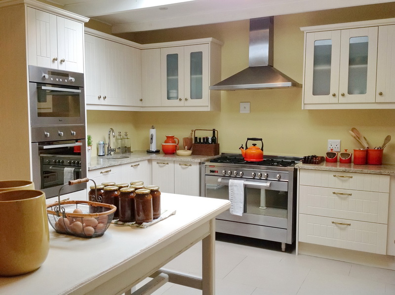Farmstyle Kitchen With Granite Tops Cupboardline